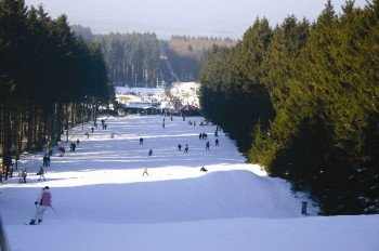 Lively winter sports on Erbeskopf, the highest mountain in Rhineland-Palatinate.