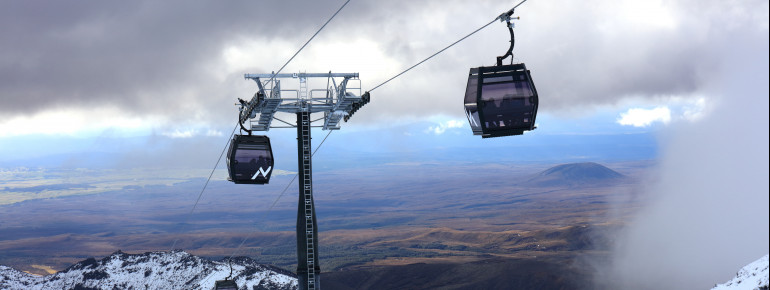 The new 10-passenger gondola Sky Waka leads to the Knoll Ridge Chalet, where the highest restaurant in New Zealand is located at 2020m.