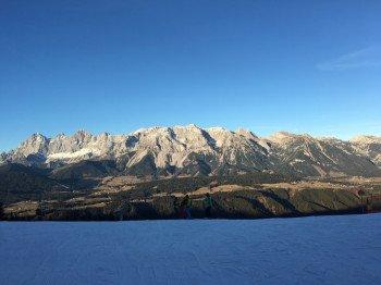 Während es im Ennstal oft noch grün ist, sorgt die leistungsfähige und lückenlose Beschneiung auf den 4 Skibergen für beste Bedingungen.