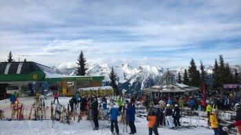 Einer der beliebtesten Après-Ski-Treffpunkte der Planai: Das Almrausch direkt an der Bergstation des Fastenberg 6er Lifts.