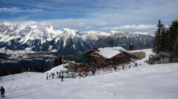 Hier kann man gut Feiern und ausgezeichnet Essen: Die Schafalm an der Bergstation Planai.