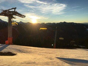 Selbst wenn es im Tal noch grünt: Die Pisten der 4 Berge Skischaukel sind meist in sehr gutem Zustand!