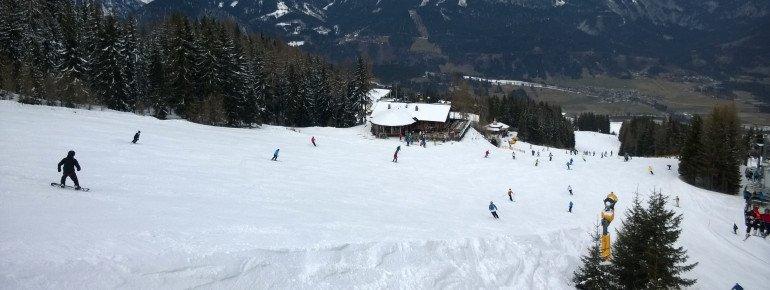 In schneereicheren Wintern ist die Schneedecke auf den Pisten fast zwei Meter dick.