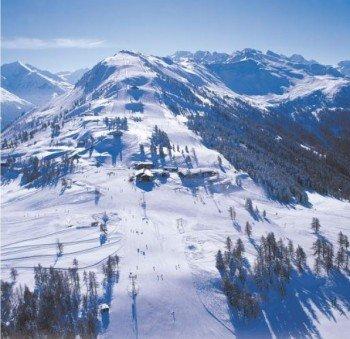 An der Bergstation der Veysonnaz-Gondelbahn erschließen sich zahlreiche Abfahrten. Von hier aus führt zudem der Cheminée-Schlepplift weiter auf den 2.450 Meter hohen Ethérolla.