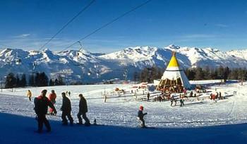 """Blick auf die Snowbar """"Le Tipi"""" in Thyon"""