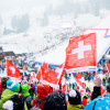 Tausende Fans fiebern im Zielgelände am Chuenisbärgli in Adelboden mit.