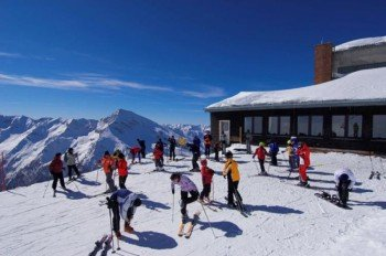 Besuchern des Skigebietes in Kärnten bietet sich ein eindrucksvolles Bergpanorama.