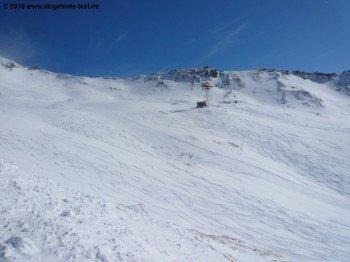 Tiefschneehänge unterhalb der Bergstation.