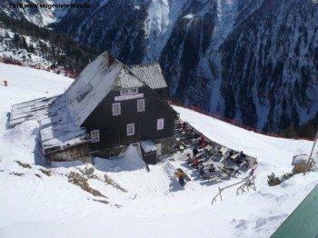 Alpengastwirtschaft Hochalmblick (1940m) von oben.