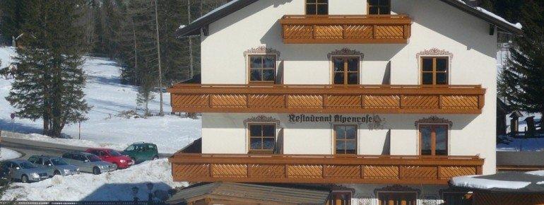Das Restaurant Alpenrose befindet sich unterhalb der Talstation der Ankogelbahn.