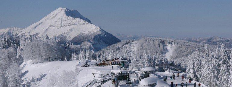 Der höchste Punkt des Skigebiets Annaberg liegt auf 1.334 Metern. Von dort aus hat man einen guten Blick auf den 1.839 Meter hohen Ötscher im Mostviertel.