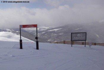 """""""Cliffs, Rockbands, Rock Outcrops"""". Das Schild weist schon darauf: Wer im Montezuma Bowl Ski fahren will, muss die nötige alpine Erfahrung mitbringen."""