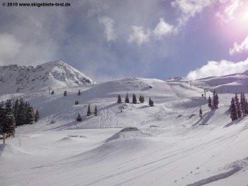 Blick auf den Treeline Terrainpark für Snowboarder!
