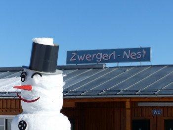 Das Zwergenland befindet sich beim ArBär Kinderland und spricht vor allem die jüngsten Skifahrer an.