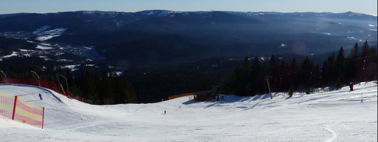 Oberhalb der Gondelbahn-Bergstation kann zwischen dem Osthang und der FIS-Weltcupabfahrt gewählt werden.