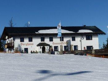 Im Berghaus Sonnenfels findet täglich nach LIftschluss die Herzl-Party statt.