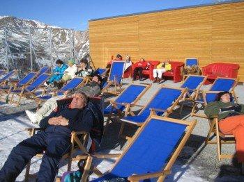 In den Liegestühlen kannst du deinen Skifahrerwadeln eine Pause gönnen.