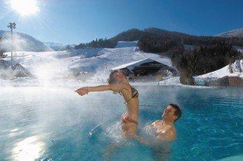 Thermenvergnügen direkt an der Piste: Hier kann man nach einem anstrengenden Skitag schön entspannen.