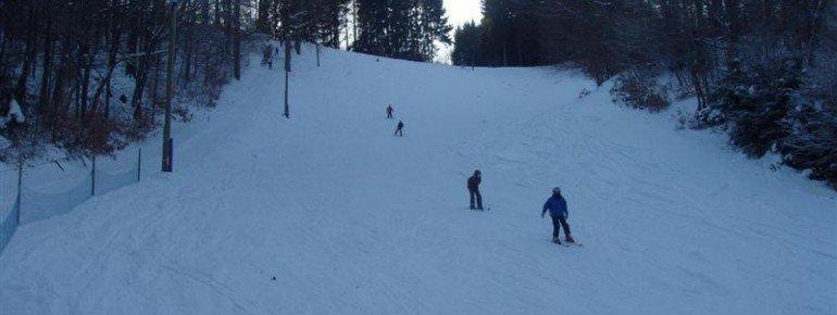 """Die Skiabfahrt """"Heibektal"""" weist blau und rot markierte Abschnitte auf"""