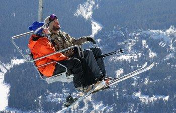 Im Skigebiet gibt es für jeden eifrigen Skifahrer eine warme Mahlzeit für Zwischendurch - ganz nach dem jeweiligen Geschmack.