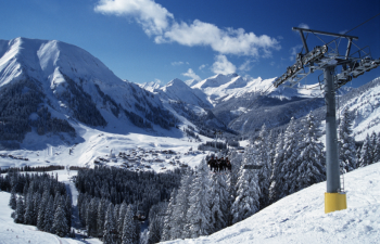 Ein Pluspunkt für das Skigebiet Berwang ist, dass die Pisten mitten in den Ort führen. Außerdem ist durch die Skischaukel auch ein Abstecher nach Bichlbach möglich.