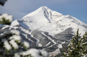 Das Skigebiet Big Sky Resort ist riesig: Mit einer Gesamtfläche von 2347 Hektar und einem Höhenunterschied von 1330 Metern sind hier brennende Muskeln und endloser Spaß garantiert.