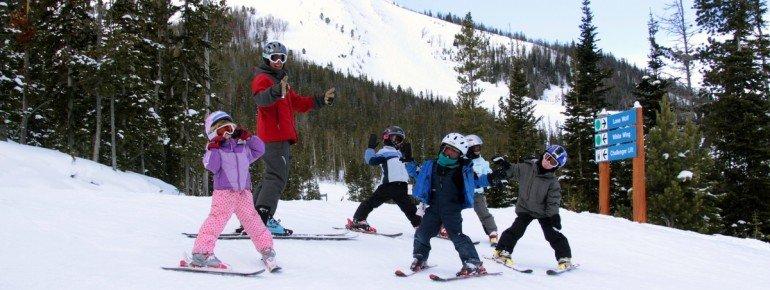 Big Skys Skischule ermöglicht allen Skineulingen eine sichere und lustige Lernerfahrung.