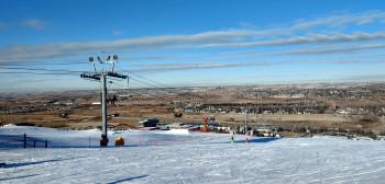 Ab der Bergstation des Legacy Chairs führt die Beginnerpiste nach unten.