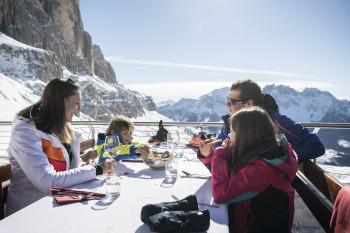 In knapp 20 Hütten und Restaurants kann man im Skigebiet einkehren.