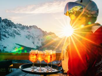 Am Nachmittag kann man den Tag noch gemütlich mit einem Drink auf den Sonnenterrassen ausklingen lassen.