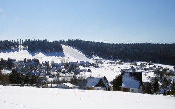Blick auf den Skihang in Carlsfeld