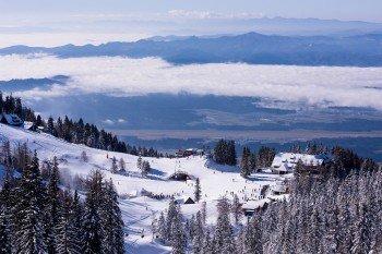 Das Tiha dolina Plateau bildet das Zentrum des Skigebiets.