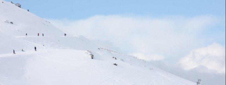 Im Skigebiet erwarten dich rund 30 Kilometer präparierte Pisten.