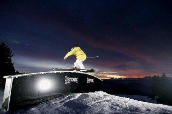 """Beim Nachtskifahren auf der 2,6 Kilometer langen, beleuchteten Piste """"Gaboureaux"""""""
