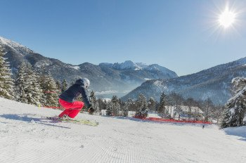 Im Skigebiet Christlum erblickt man den Achensee in Tirol.