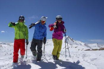 Eine kostenlose Snowcat-Fahrt in das Tucker Mountain Teilgebiet ist für fortgeschrittene Skifahrer absolut empfehlenswert.