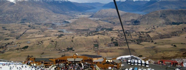 Die Abfahrt bietet Sicht auf den See Wakatipu