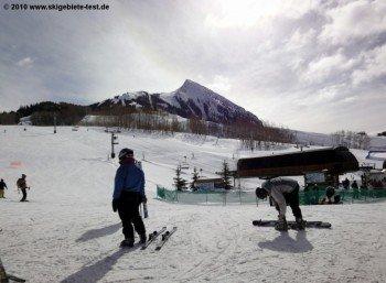 Über allem thront Mt Crested Butte: Der markante Gipfel im Südwesten dominiert das Panorama im Skigebiet.