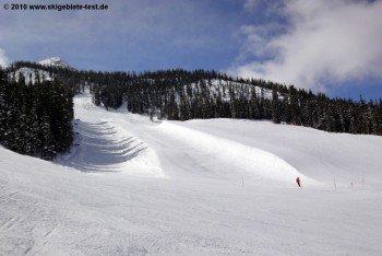 Wie fast alle Skigebiete in den USA bietet auch Crested Butte einen schönen Funpark und eine riesige Halfpipe für Snowboarder.
