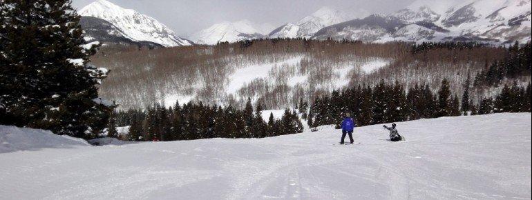 Wer das Snowboarden erlernen will, der ist auf den einfachen Abfahrten Houston, Poverty Gulch und Mineral Point bestens aufgehoben.