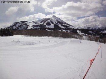 """Der sog. """"Kid's Park"""" an der Bergstation des Gold Link Lifts entpuppte sich als Snowboard Funpark für Anfänger."""