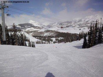 Wenn die Kinder schon Übung auf Skiern haben, empfiehlt sich das Gebiet um den Paradise Express Lift mit zahlreichen mittelschweren (in USA blau markierten) Abfahrten.