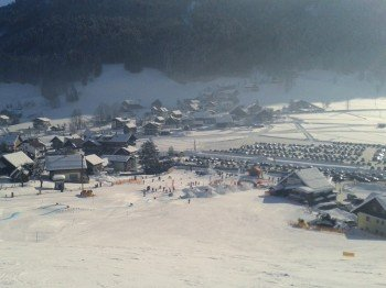 In Gosau vergnügen sich Freestyler im Playground Snowpark