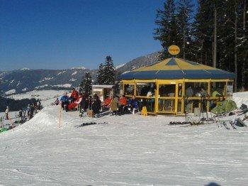 Freunde des Après-Skis treffen sich in Annaberg an der freeride-BAR