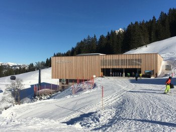 Die in Holz-Architektur gestaltete Bergstation der Mellaubahn.