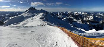 Die Verbindung zwischen den Teilgebieten: Die Piste 13 führt von der Bergstation Hohe Wacht in Damüls zur Bergstation der Gipfelbahn aus Mellau.