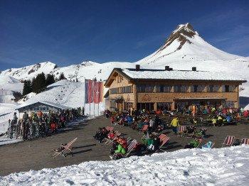 Die große Sonnenterrasse an der Uga Alp