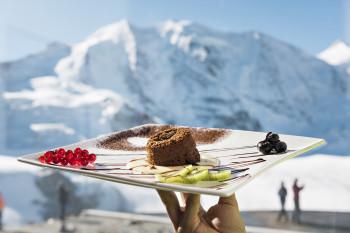 Nach dem Skifahren kannst du dich von kulinarischen Köstlichkeiten verwöhnen lassen.
