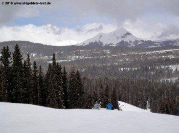 Die Berge im San Juan National Forest bilden eine gelungene Kulisse für das Wintersporterlebnis im Durango Mountain Resort.