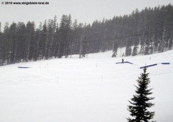 Auch an der Bergstation des Purgatory Village Express Lifts befindet sich ein Funpark für Snowboarder mit einigen Kickern und Rails.